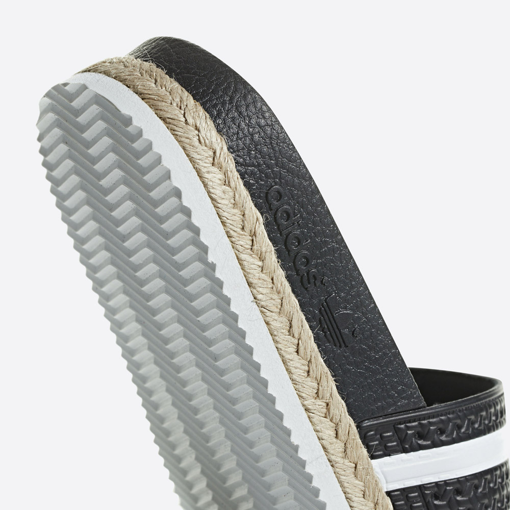 adidas Originals Adilette Bold — dámské pantofle na platformě — nazouváky — černé — womens black platform slides — detail