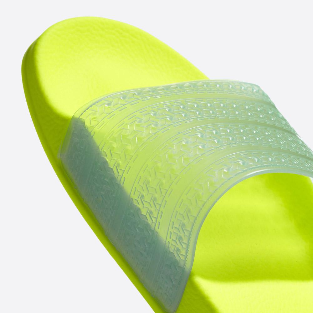 adidas Originals Adilette Lilo — letní pantofle — dámské nazouváky — žluté, zelené, křiklavé — womens green/yellow slides — detail