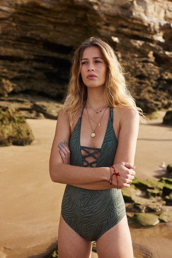 Femi Stories — dámské jednodílné plavky — zelené se zebřím vzorem