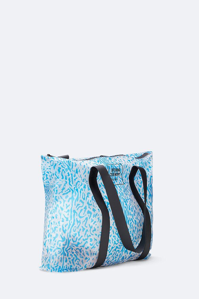 Rains x Opening Ceremony — nepromokavá taška — bílá s modrým vzorem — rainbag