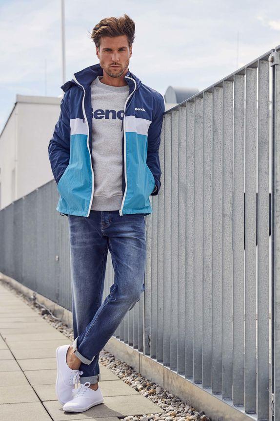 Bench — pánská modrá bunda s kapucí — šedá mikina — modré džíny