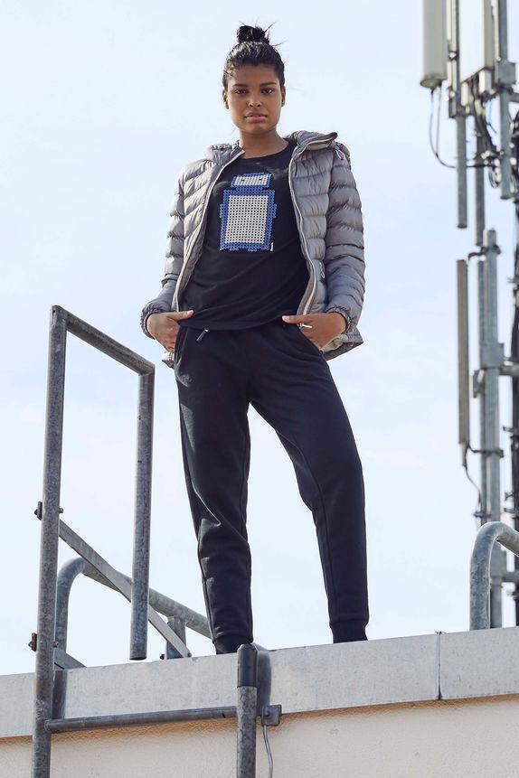 Bench — dámská šedá prošívaná jarní bunda do pasu — modré tepláky