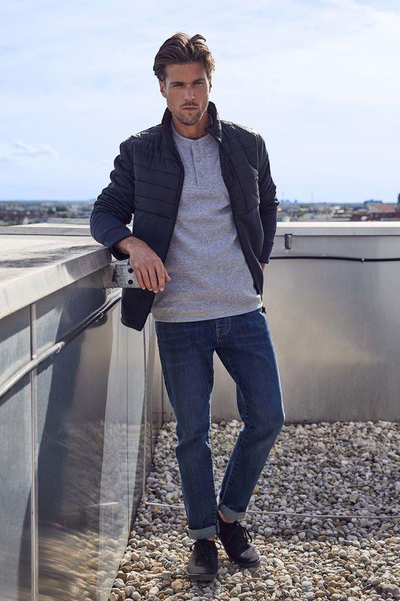 Bench — jarní prošívaná bunda bez kapuce — šedá mikina — modré džíny
