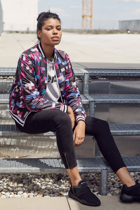 Bench — kostkovaná bunda do pasu bez kapuce — dámské černé vroubkované skinny fit kalhoty — černé boty