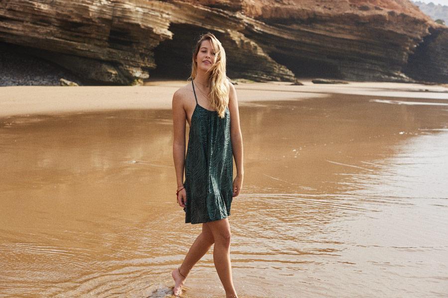 Femi Stories — dámské zelené letní šaty se zebřím vzorem