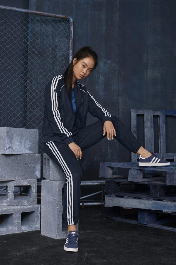 adidas Originals adicolor — dámská tmavě modrá tepláková souprava — modré tenisky Campus — sportovní oblečení — podzim/zima 2018 — sportswear