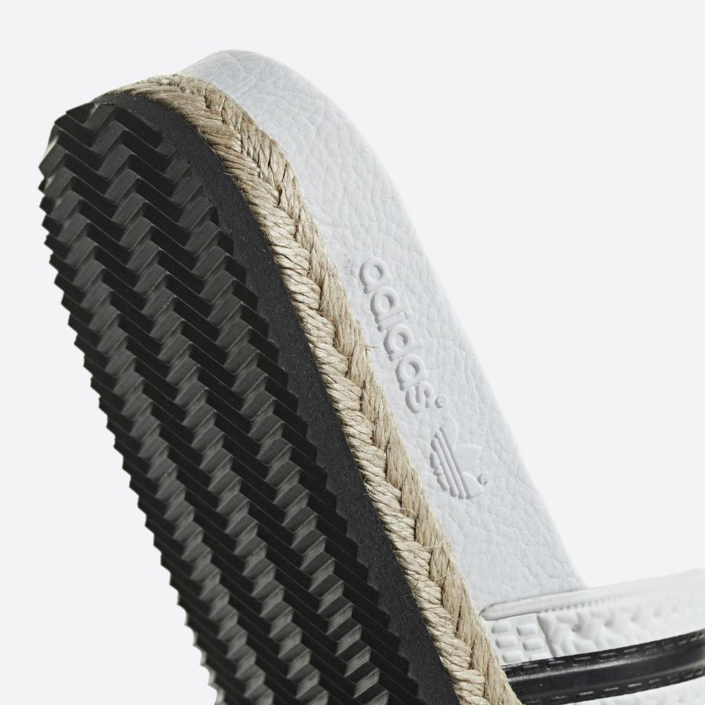 adidas Originals Adilette Bold — dámské pantofle na platformě — nazouváky — bílé — womens white platform slides — detail