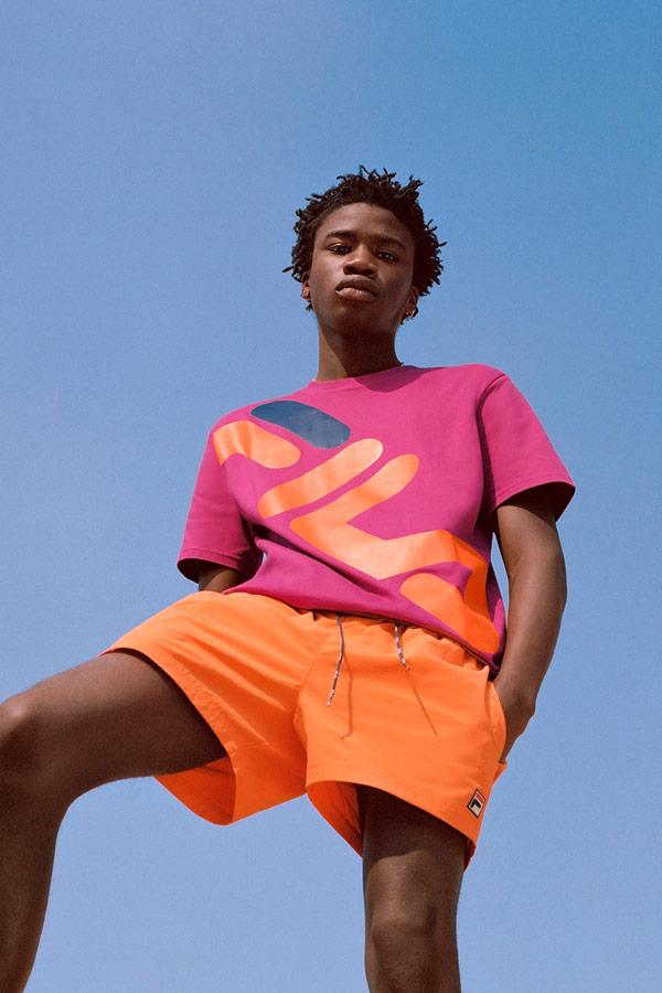 Fila — růžové tričko — pánské oranžové šortky — sportovní oblečení — lookbook — jaro/léto 2018