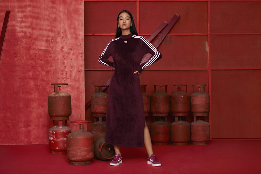adidas Originals adicolor — dámské sametové sportovní šaty — vínové — boty Campus — sportovní oblečení — podzim/zima 2018 — sportswear