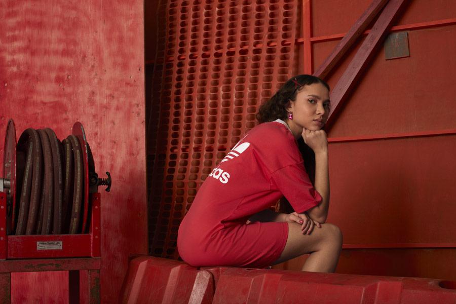adidas Originals adicolor — dámské červené sportovní šaty — sportovní oblečení — podzim/zima 2018 — sportswear