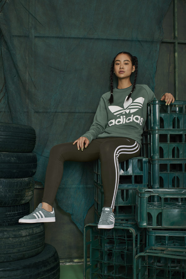 adidas Originals adicolor — zelené legíny — dámská zelená mikina bez kapuce — zelené tenisky Campus — sportovní oblečení — podzim/zima 2018 — sportswear