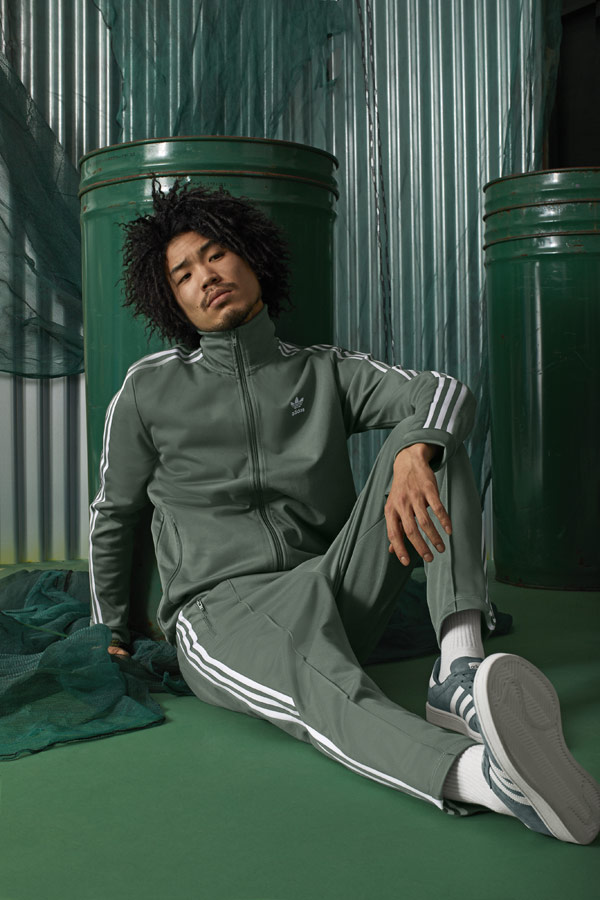 adidas Originals adicolor — pánská tepláková bunda na zip se stojáčkem — pánské zelené tepláky — zelené tenisky Campus — sportovní oblečení — podzim/zima 2018 — sportswear