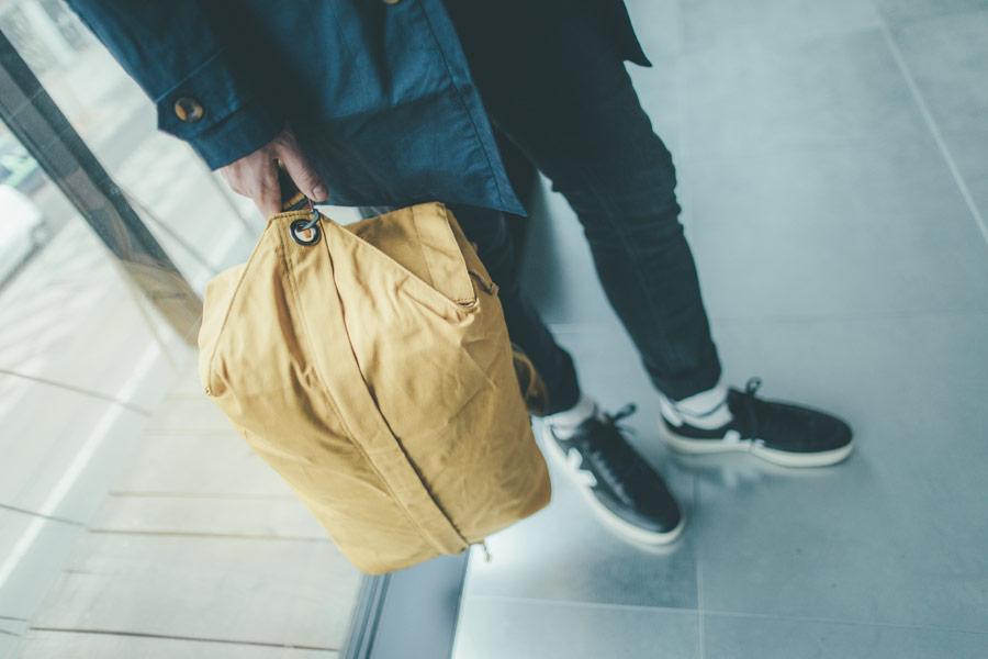 Freshlabels — udržitelná móda — sustainable — lookbook — žlutý plátěný batoh Millican