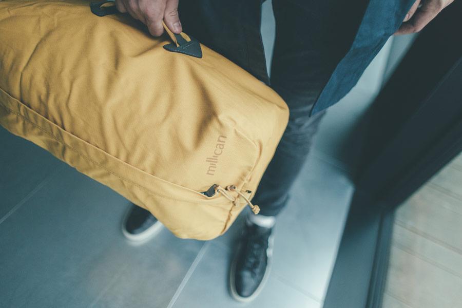 Freshlabels — udržitelná móda — sustainable — lookbook — žlutá cestovní taška Millican