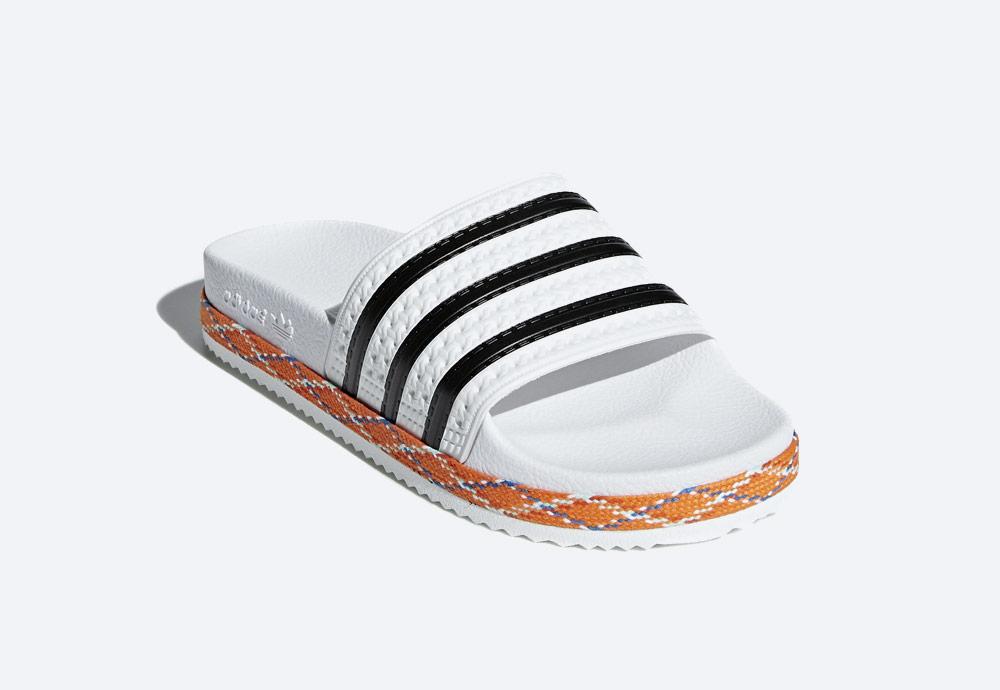 adidas Originals Adilette Bold — pantofle na platformě — dámské nazouváky — bílé, zdobené — womens white platform slides