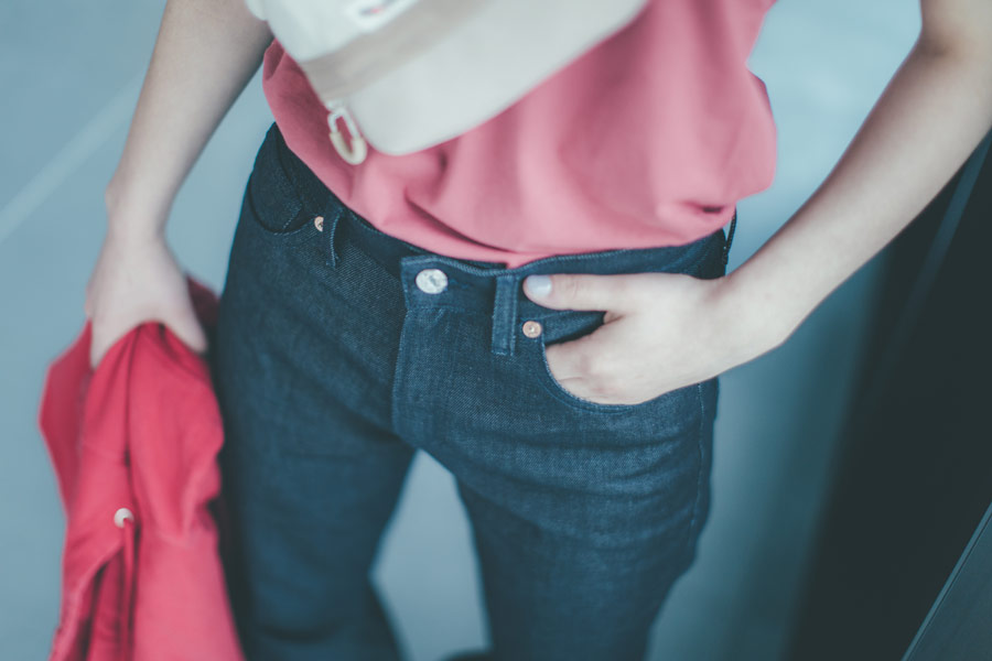 Freshlabels — udržitelná móda — sustainable — lookbook — dámské modré džíny