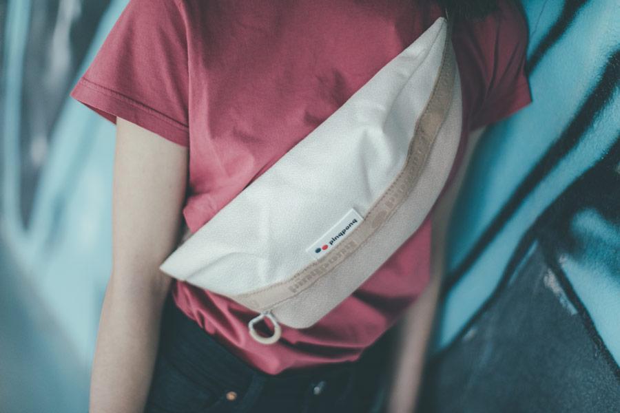 Freshlabels — udržitelná móda — sustainable — lookbook — smetanově bílá ledvinka Pinqponq