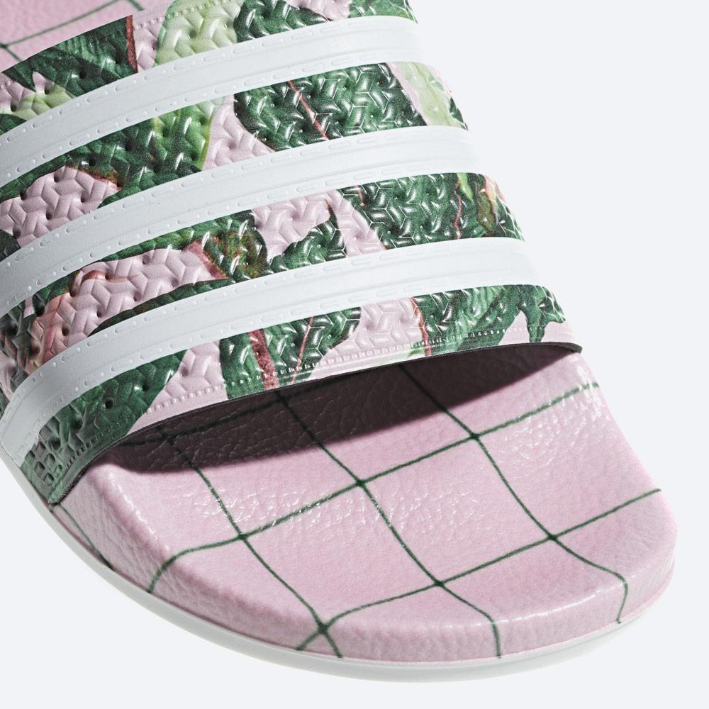 adidas Originals Adilette — dámské pantofle — letní nazouváky — modré, barevné — womens colorful slides — detail