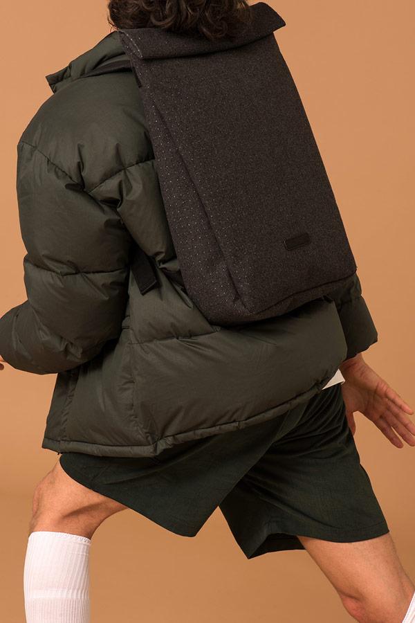 Ucon Acrobatics — černý fold-top batoh s tečkami — vegan, sustainable — podzim/zima 2018