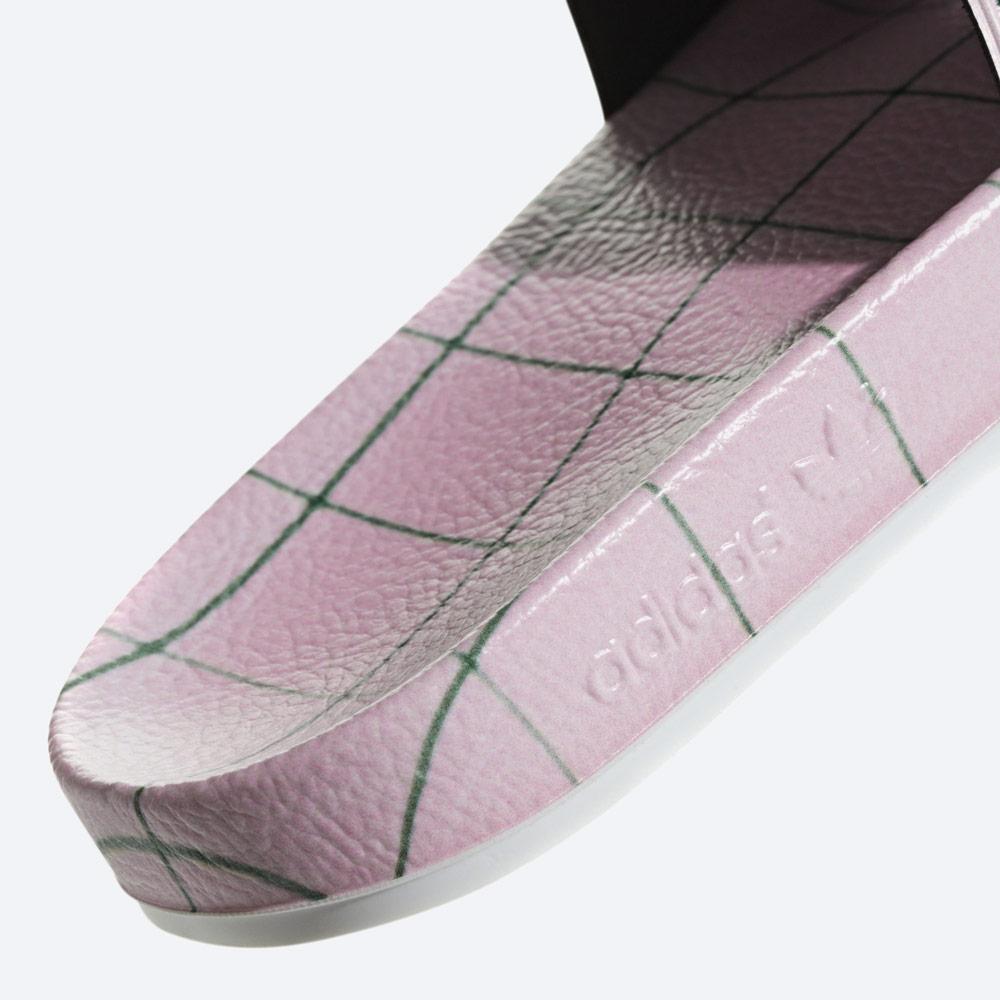 adidas Originals Adilette — letní nazouváky — dámské pantofle — modré, barevné — womens colorful slides — detail