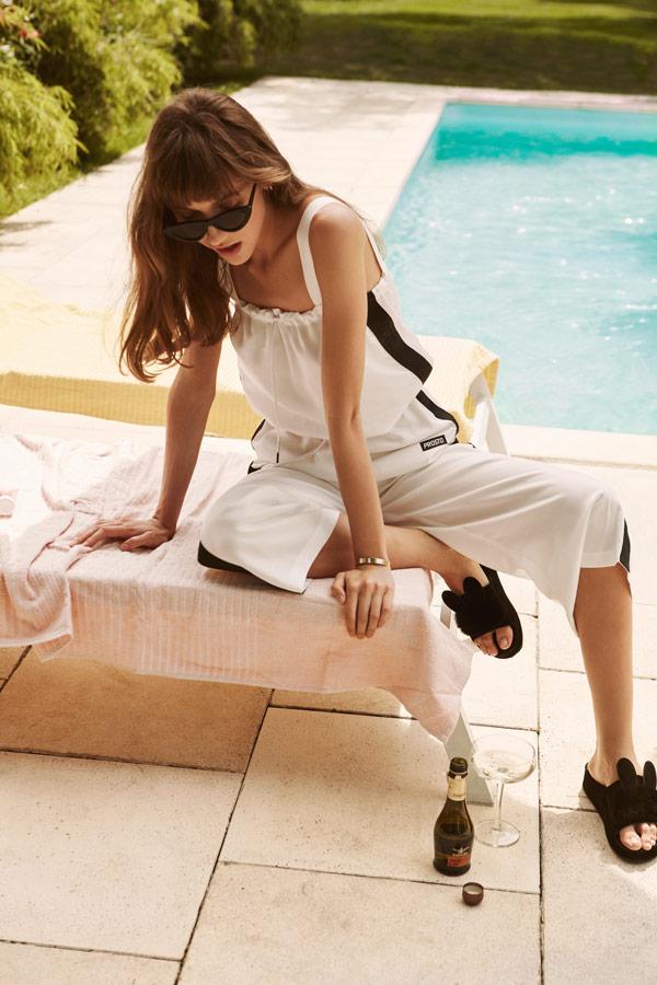 Prosto — široké dámské bílé kalhoty pod kolena — bílá halenka s ramínky