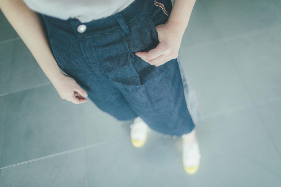 Freshlabels — udržitelná móda — sustainable — lookbook — dámské džínové tříčtvrteční kalhoty