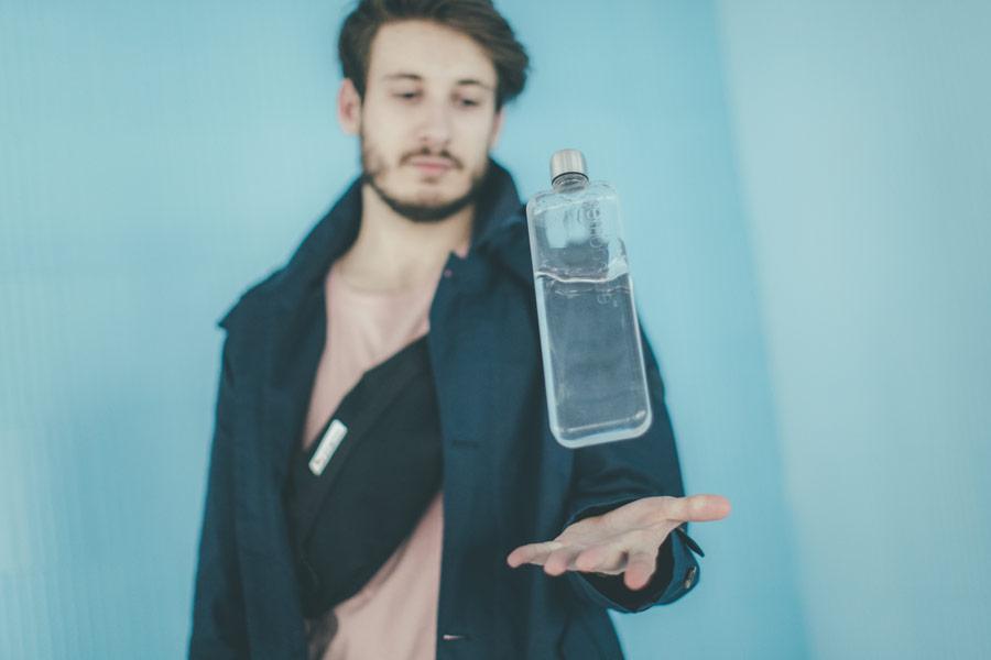 Freshlabels — udržitelná móda — sustainable — lookbook — průhledná láhev Memobottle