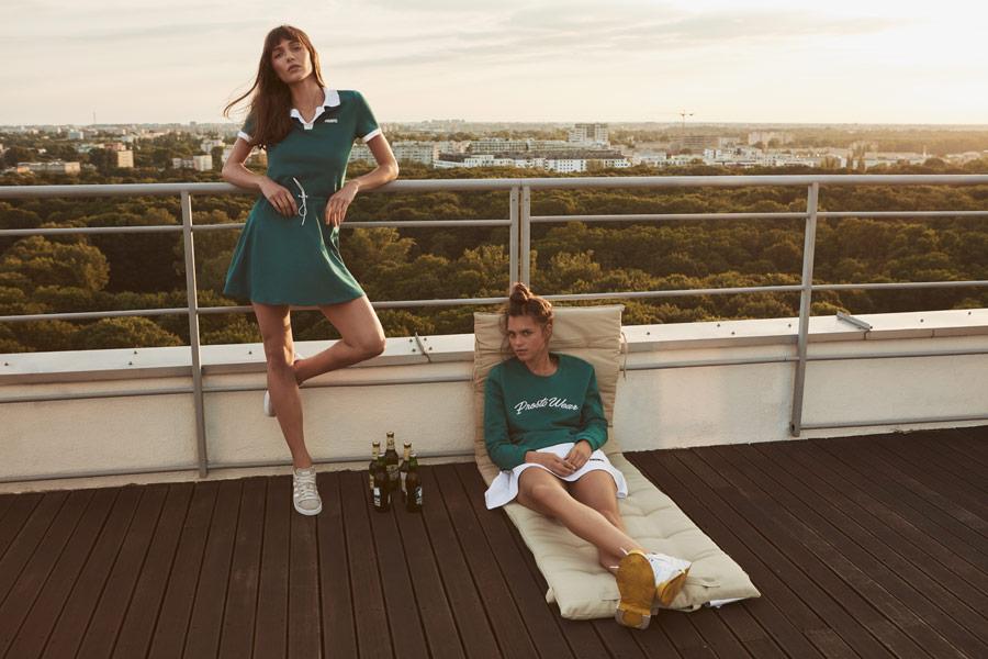 Prosto — dámské zelené sportovní letní šaty s límečkem — zelená mikina — bílá sukně