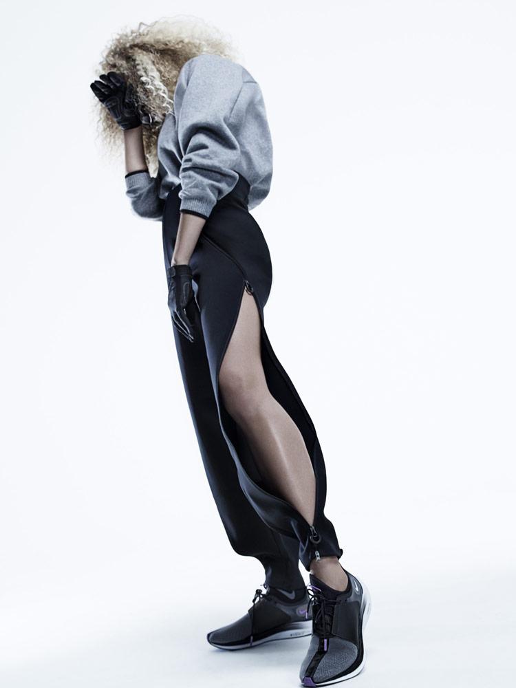 Nike — dámská šedá mikina — černé rozepínací kalhoty — šedé boty Nike Zoom Pegasus Turbo XX — City Ready Collection