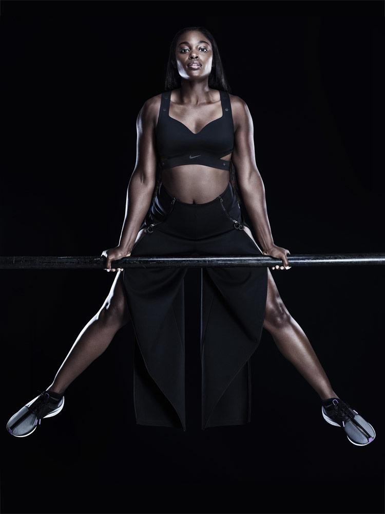 Nike — černá podprsenka Motion Adapt Bra — černé rozepínací kalhoty — šedé boty Nike Zoom Pegasus Turbo XX — City Ready Collection