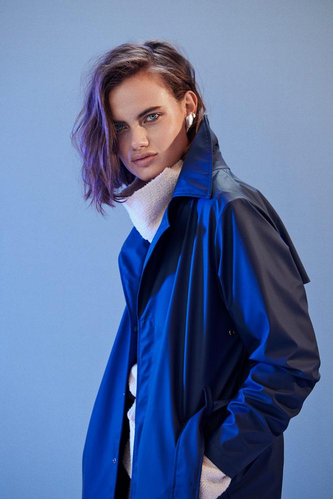 Rains — dámský modrý nepromokavý kabát — pršiplášť bez kapuce — blue raincoat — podzim/zima 2018