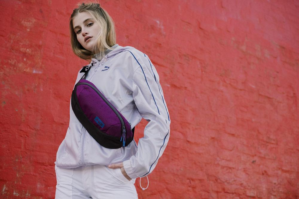 Aevor — ledvinka Shoulder Bag — recyklovaná z PET lahví — fialová — lookbook podzim/zima 2018