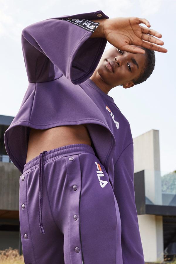 Fila — široká dámská fialová mikina — široké dámské fialové tepláky s druky — sportovní oblečení — podzim/zima 2018