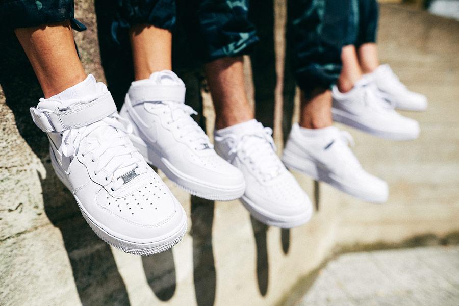 Nike x Queens lookbook — bílé boty Nike Air Force 1 Mid — bílé boty Nike Air Force 1 Low