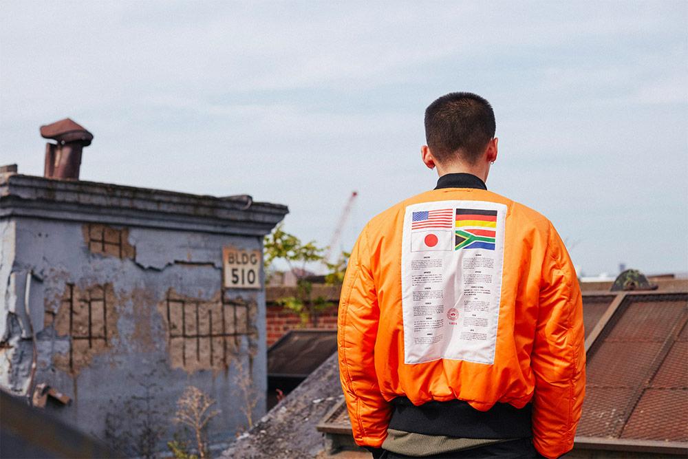 Alpha Industries — oranžový bomber s vlajkami na zádech — pánský — podzimní/zimní bunda do pasu — 2018