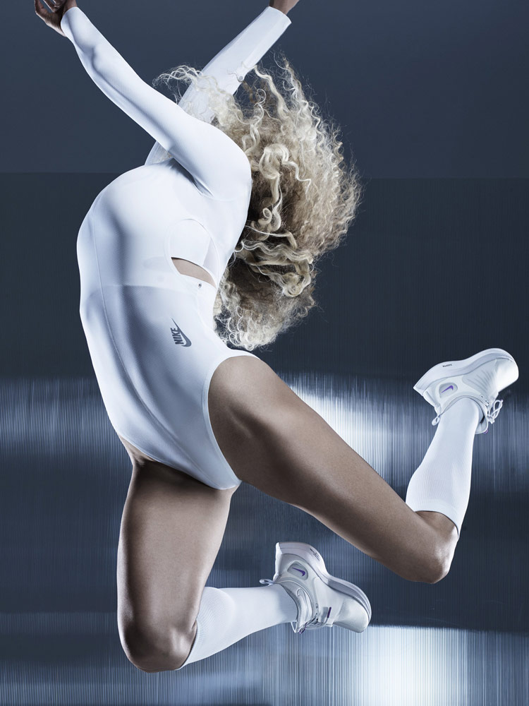 Nike — bílé body s dlouhým rukávem — bílé boty Nike Zoom Pegasus Turbo XX — City Ready Collection