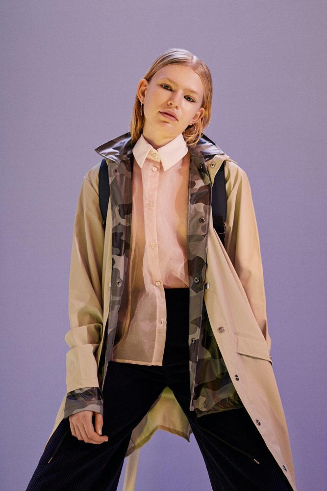 Rains — dámský béžový nepromokavý kabát — maskáčová nepromokavá bunda — podzim/zima 2018