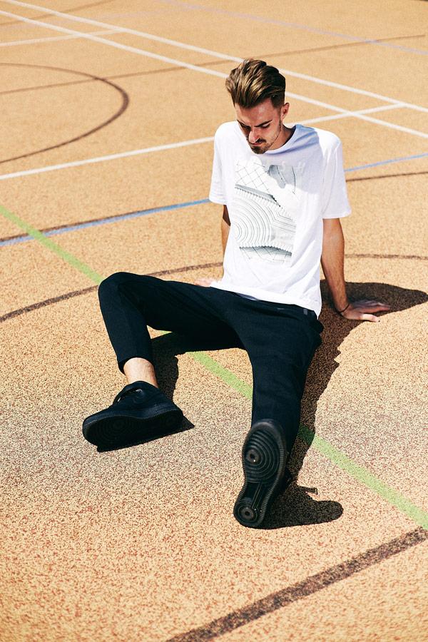 674c611c8f3 Nike x Queens lookbook — černé boty Nike Air Force 1 Low — černé tepláky —