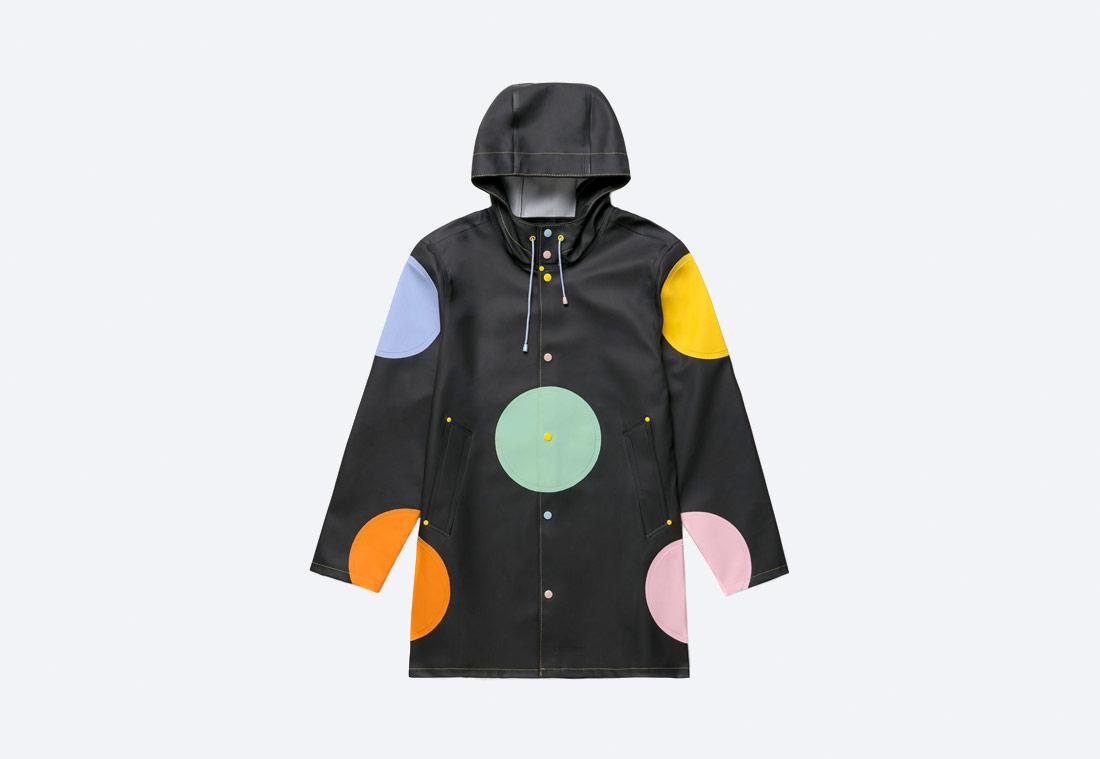 Happy Socks x Stutterheim — The Dream Raincoat — pršiplášť — černý s puntíky