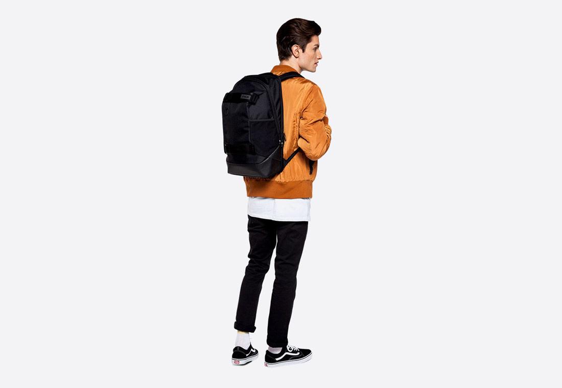 Aevor Bookpack – Black Eclipse – černý batoh z PET lahví – školní, městský, volnočasový