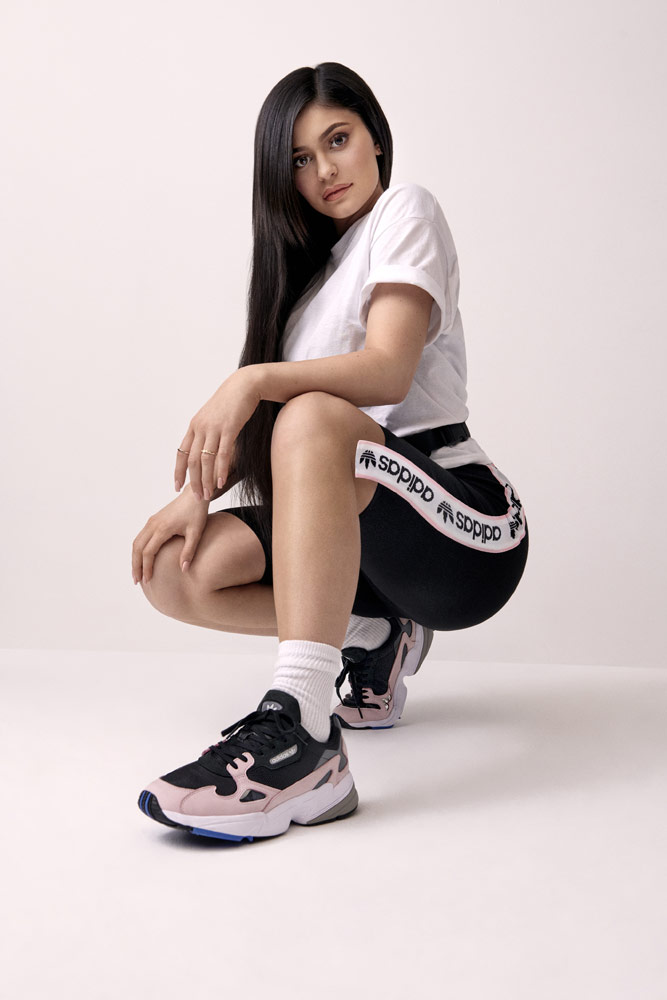 adidas Originals Falcon — dámské tenisky — růžové — boty — sneakers