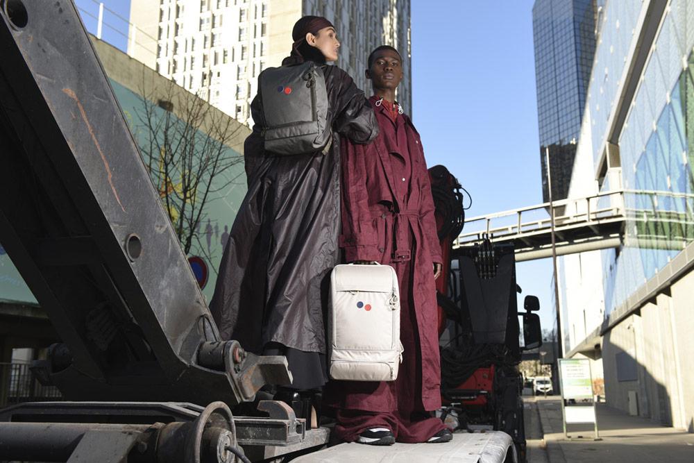Pinqponq — černý městský batoh Okay Maxi — městský krémový batoh Cubik Medium