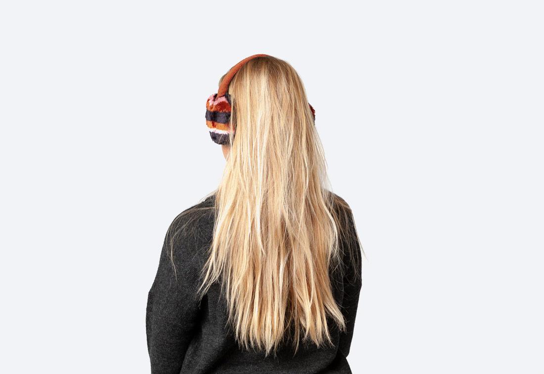 Nella Earmuffs — dámské zimní klapky na uši — kožešinové, chlupaté — červené, černé