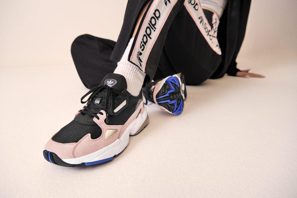 adidas Originals Falcon — dámské boty — růžové — tenisky — sneakers