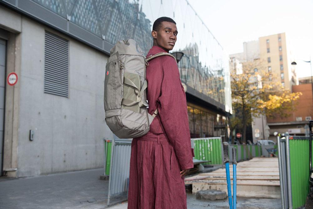 Pinqponq — outdoor/cestovní batoh Blok Large — zeleno-šedý
