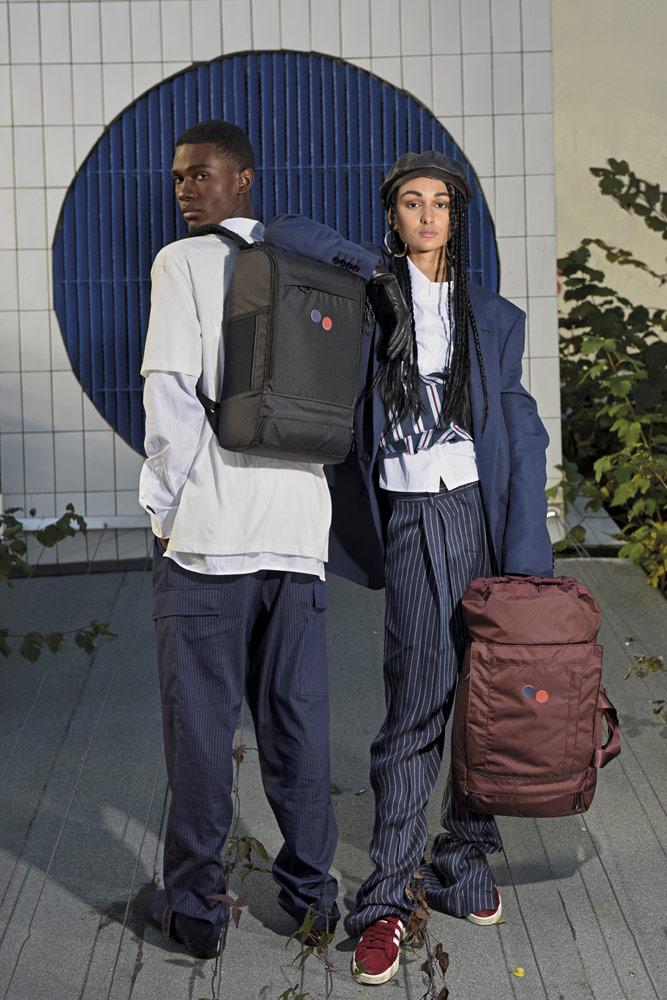Pinqponq — hnědo-červený outdoor/cestovní batoh Blok Medium — městský černý batoh Cubik Large