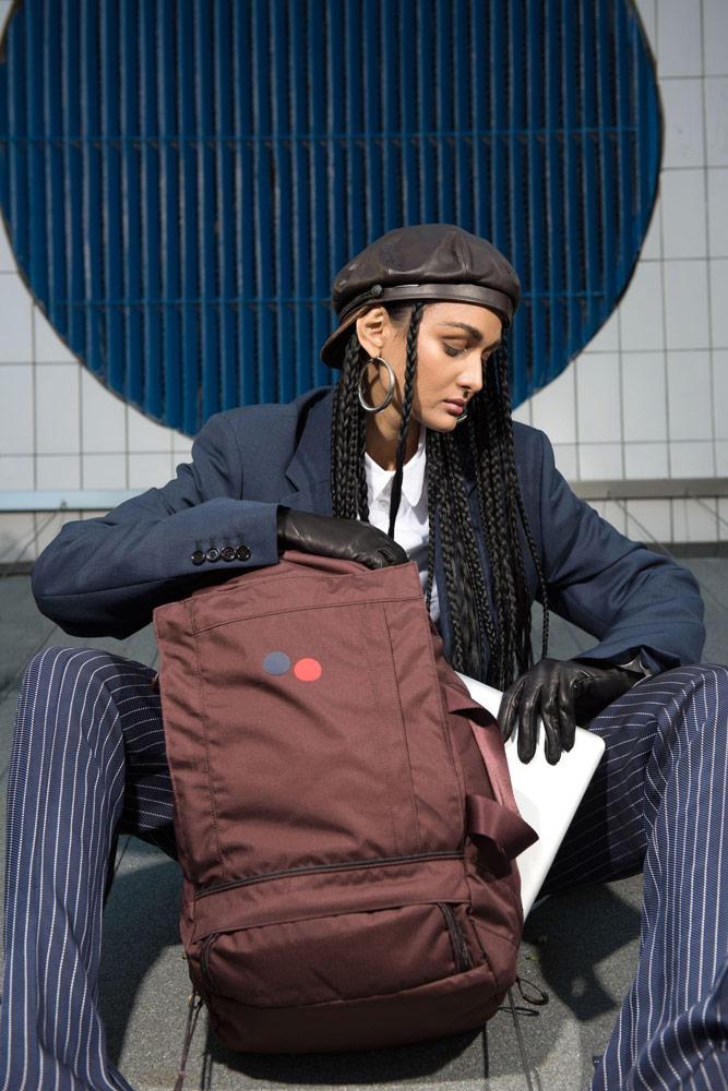 Pinqponq — batoh Blok Medium — outdoor/cestovní — hnědo-červený