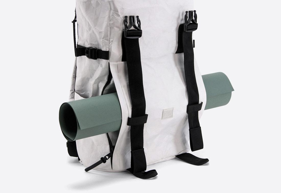 We Are Able — Tyvek Roll Top — bílý batoh — městský — backpack — pomačkaný vzhled — prostor pro karimatku