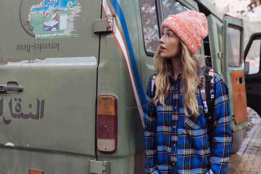 Femi Stories — dámská kostkovaná košile — oranžový kulich, zimní čepice — podzim/zima 2018