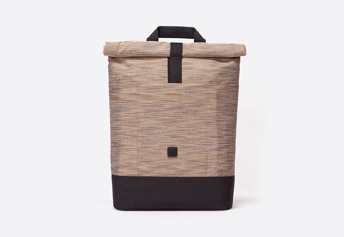 Ucon Acrobatics — Hackett Backpack — batoh roll-top — recyklovaný z PET — pískový — hnědý — se vzorem